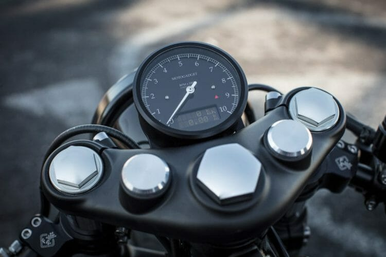 triumph-bobber-hold-on-go-fast-18-of-22